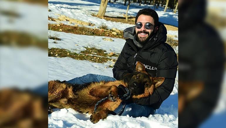 البرد ينهش حاضنة النظام وابن بشرى الأسد يلهو بالثلج مع كلبه
