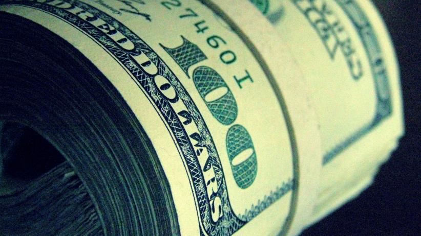 سوق العملة في دمشق تلجمه.. تراجع ملحوظ للدولار في مناطق سورية عديدة