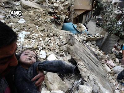 حلب.. مجازر البراميل تدخل أسبوعها الثالث على التوالي وتحصد أرواح 40 مدنيا